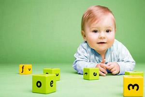 Умения и навыки малыша по месяцам