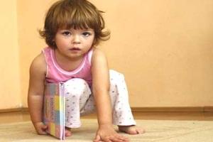 Как приучить ребенка к тапочкам?