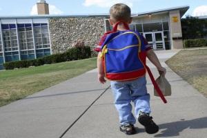 Ребёнок идёт в школу