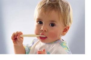 В каком возрасте приучать ребенка следить за гигиеной полости рта?