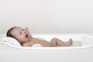 Ребенок в ванной комнате