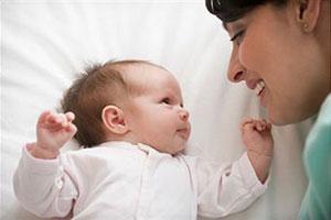 Как ухаживать за грудничком в первые дни жизни?