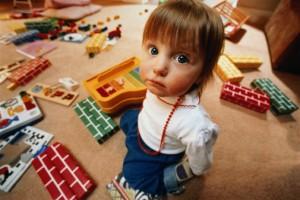 Как приучить ребенка убирать игрушки?