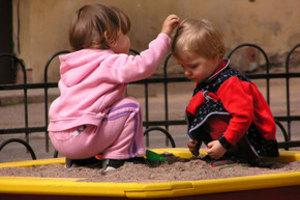 Дети: готовим детскую песочницу к лету