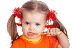 Дети: уход за детскими зубками