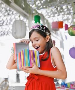Что подарить ребенку своих друзей или родственников