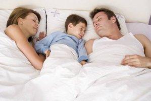 Спать с родителями или отдельно?