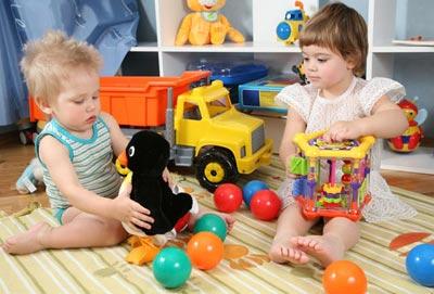 Полезные игрушки для малыша двух лет